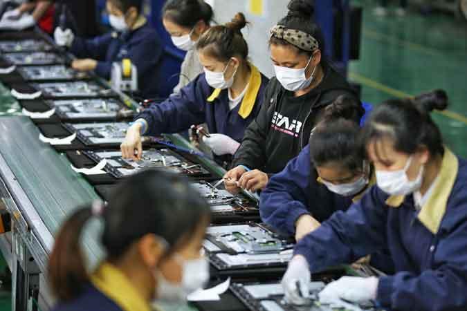 electronics employees coronavirus 042020 - Fourth quarter marks start of economic pickup — FMIC, UA&P