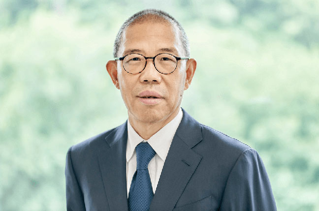Zhong Shanshan founder of bottled water company Nongfu Spring Co - China's bottled-water king is now richer than Warren Buffett