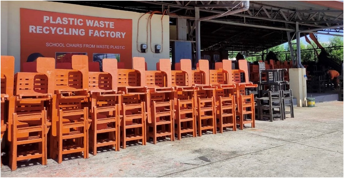 img3 - Villar's plastic recycling program gives livelihood, helps solve lack of chairs and plastic woes