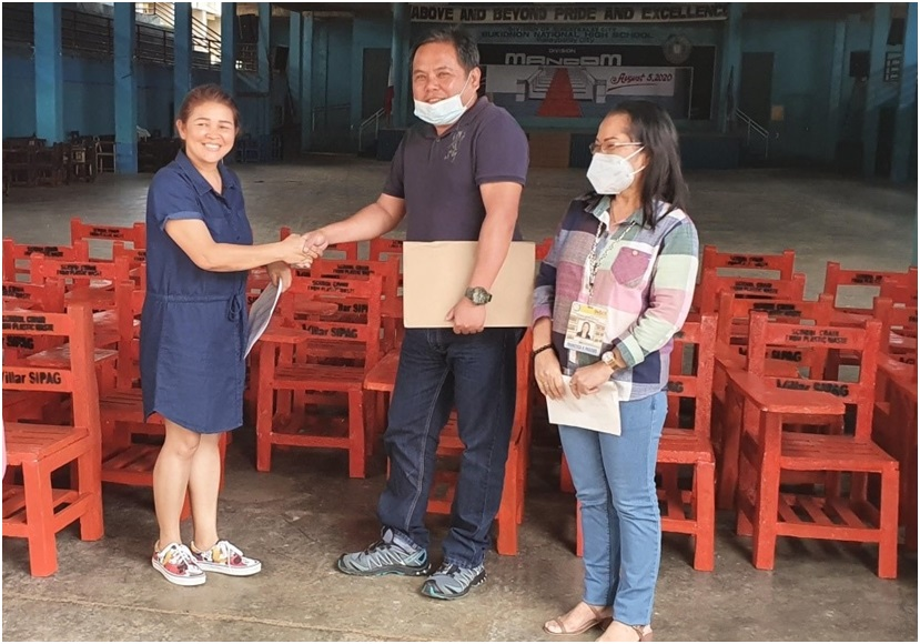 img8 - Villar's plastic recycling program gives livelihood, helps solve lack of chairs and plastic woes