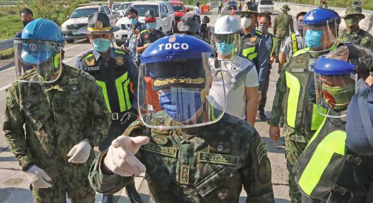 police face mask shield - Philippine police draw flak for plan to monitor social media on quarantine