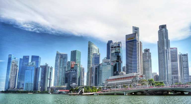 singapore skyline - Singapore tells firms to hire more locals to earn incentives