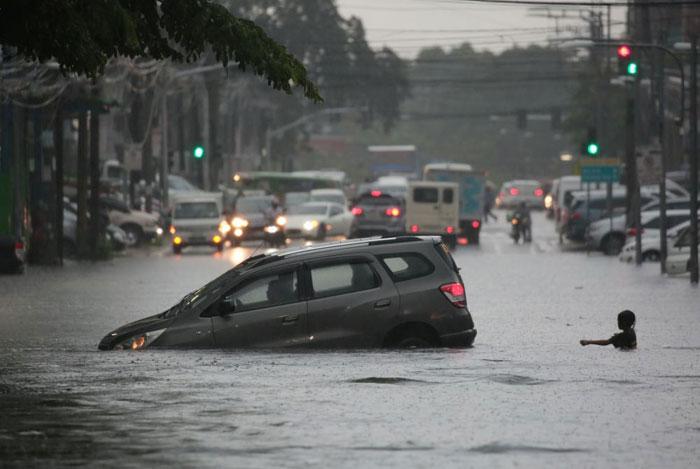 FLOOD SCTTOBIAS 04 VARCAS 131020 - DoF's Dominguez calls for 'aggressive' action to mitigate climate change