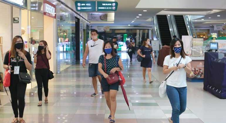Mall facemask philstar2 - Metro Manila mayors keep stay-at-home policy for minors