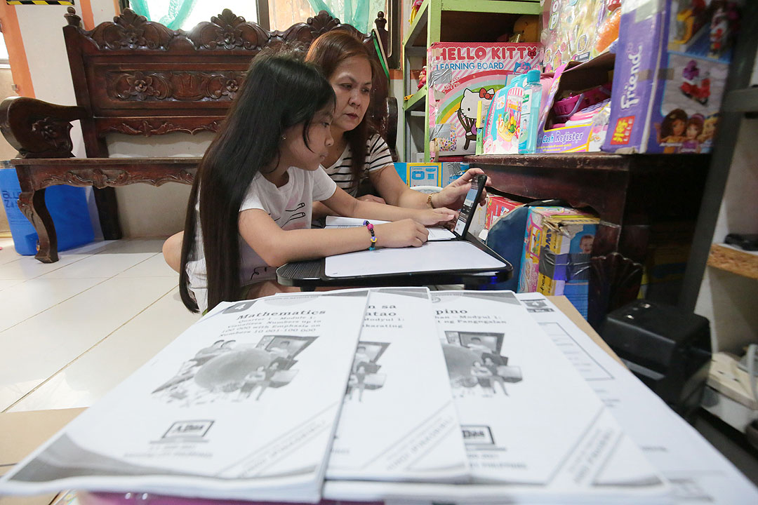 Duterte OK's pilot test of in-person classes – BusinessWorld